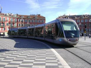 tramway-nice.jpg.pagespeed.ce.XX0Dy1gCsL