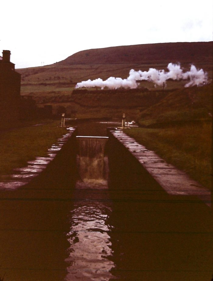 The Micklehurst Loop (UK) 1194841537_63-1112huddersfieldcanaldiggle-e1615131960359